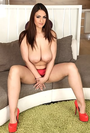 Best Busty Porn Pictures